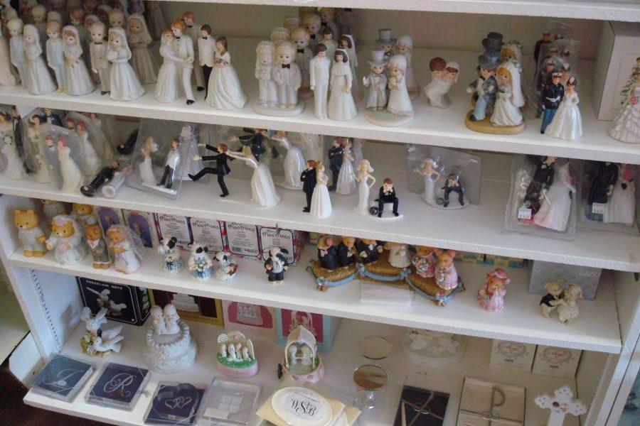 Bride and groom statues- Marlene's Wedding Accessory Shoppe