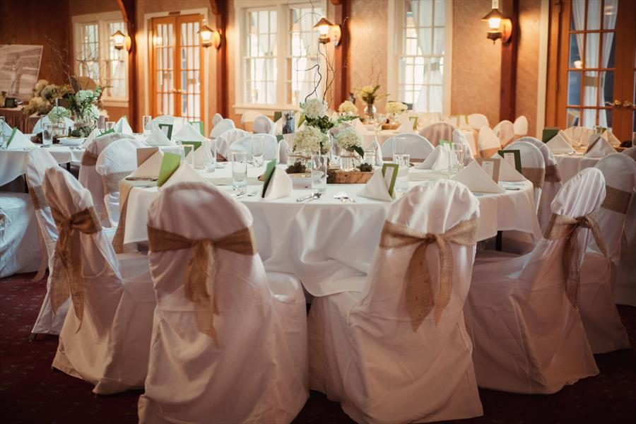 An elegant wedding reception at Sturgeon Bay's Lodge at Leathem Smith