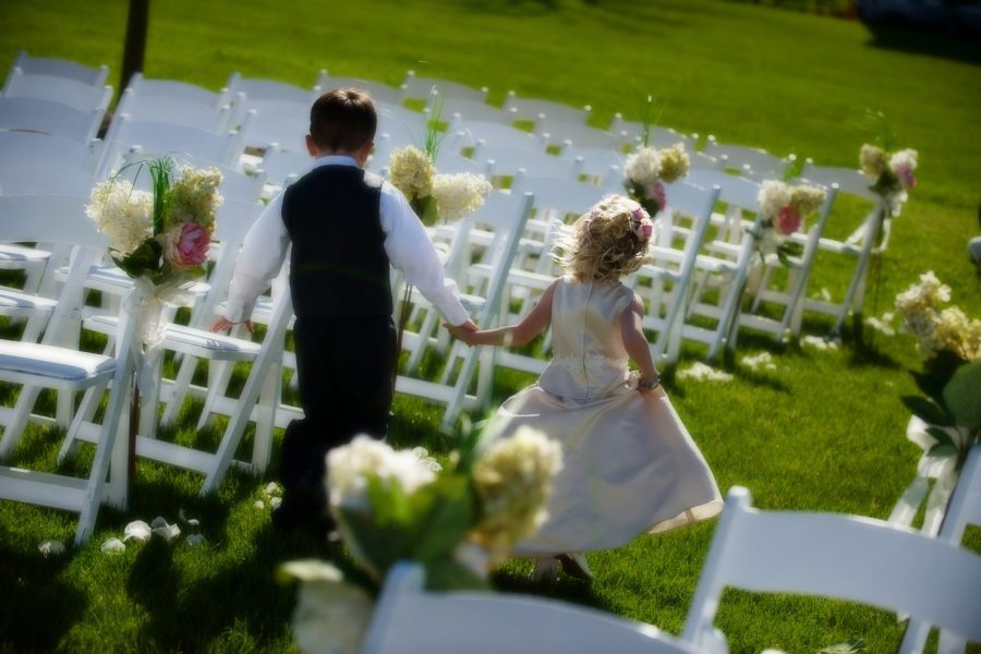Outdoor wedding ceremony at the Osthoff Resort