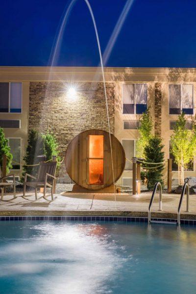 Hotel Marshfield Pool and Spa