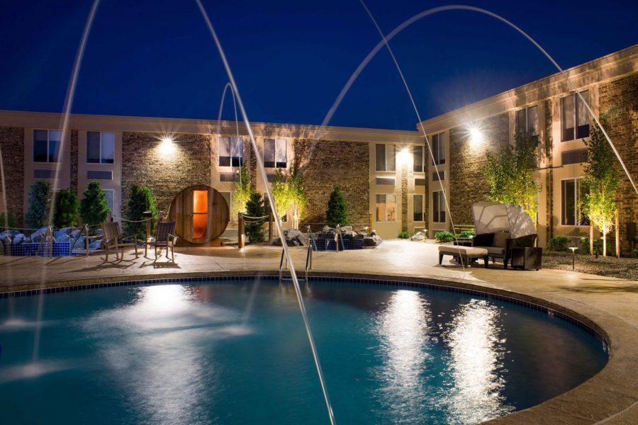 Pool area Hotel Marshfield