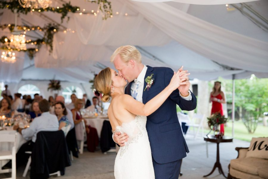 Record Entertainment | Bride and groom's first dance