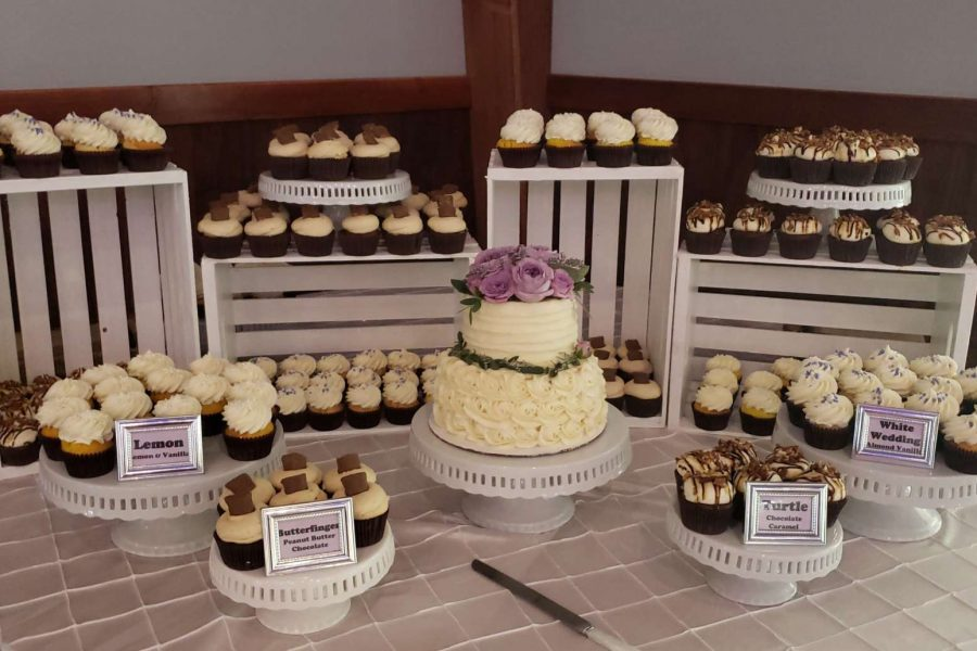 Cupcakes on white crates by Cupcake Couture