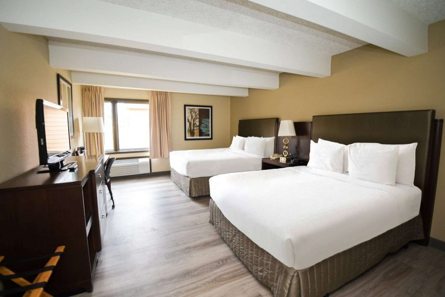 Guest room at the Par 5 Resort