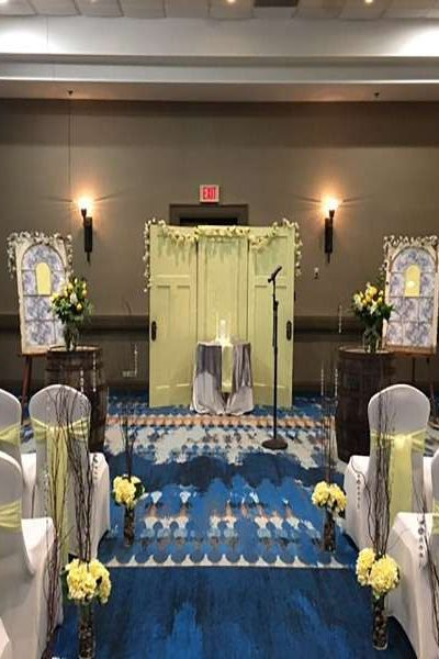 Wedding ceremony space at Green Bay's Radisson Hotel and Conference Center
