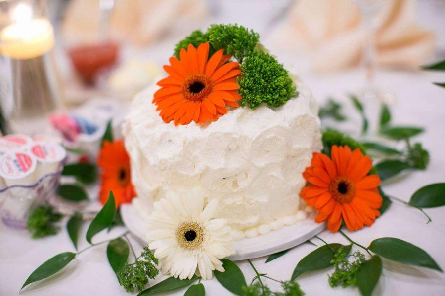 Wedding cake - La Sure's Hall Banquet & Catering